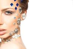 Retrato da mulher bonita com os diamantes em sua cara imagens de stock royalty free