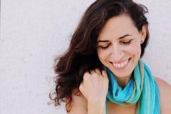 Retrato da mulher bonita de sorriso Imagem de Stock