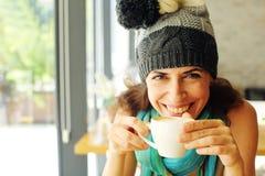 Retrato da mulher bonita de sorriso fotografia de stock royalty free