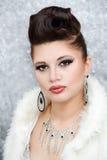 Retrato da mulher bonita do encanto Fotos de Stock Royalty Free