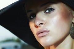 Retrato da mulher bonita no chapéu. olhos verdes Foto de Stock Royalty Free