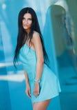 Retrato da mulher bonita nova ao ar livre Fotos de Stock