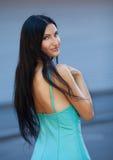 Retrato da mulher bonita nova ao ar livre Imagens de Stock