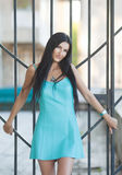 Retrato da mulher bonita nova ao ar livre Fotos de Stock Royalty Free