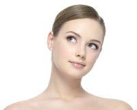 Retrato da mulher bonita nova que olha acima Imagem de Stock Royalty Free