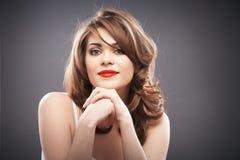 Retrato da mulher com cabelo do encrespador Fotografia de Stock Royalty Free