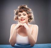 Retrato da mulher com cabelo do encrespador Foto de Stock Royalty Free