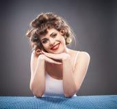 Retrato da mulher com cabelo do encrespador Foto de Stock