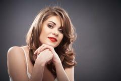 Retrato da mulher com cabelo do encrespador Fotografia de Stock