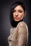 Retrato da mulher com cabelo longo no preto Imagem de Stock Royalty Free