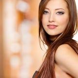 Retrato da mulher com cabelo reto longo Imagens de Stock Royalty Free