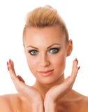 Retrato da mulher com composição perfeita que gesticula com purit das mãos Fotos de Stock Royalty Free
