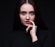 Retrato da mulher com dedo Fotografia de Stock Royalty Free