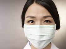 Retrato da mulher com máscara fotos de stock