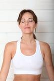 Retrato da mulher com os olhos fechados Fotos de Stock Royalty Free