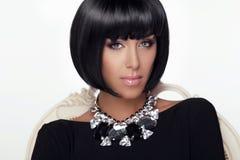 Retrato da mulher da beleza da fôrma. Corte de cabelo e composição à moda.  imagens de stock royalty free