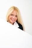Retrato da mulher de negócio com placa branca vazia Foto de Stock Royalty Free