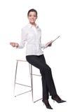 Retrato da mulher de negócio nova na cadeira Fotos de Stock