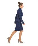 Retrato da mulher de negócio que vai lateralmente imagem de stock royalty free