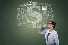 Retrato da mulher de negócios com ícones do negócio e da finança Foto de Stock