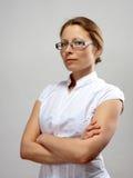Retrato da mulher de negócios com braços cruzados Imagem de Stock Royalty Free