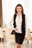 Retrato da mulher de negócios de sorriso nova Fotografia de Stock Royalty Free