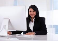 Retrato da mulher de negócios nova Imagem de Stock Royalty Free