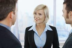 Retrato da mulher de negócios de sorriso foto de stock royalty free