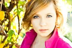 Retrato da mulher de olhos azuis Fotografia de Stock Royalty Free