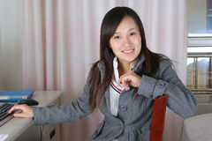 Retrato da mulher de sorriso Fotografia de Stock Royalty Free
