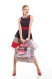 Retrato da mulher de sorriso feliz nova com sacos de compras imagens de stock