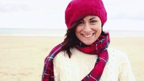Retrato da mulher de sorriso no cinemagraph video estoque