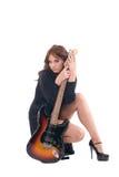 Retrato da mulher do encanto no vestido com guitarra imagens de stock