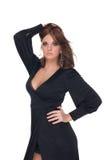 Retrato da mulher do encanto no vestido preto fotos de stock