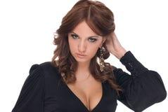 Retrato da mulher do encanto no vestido preto imagens de stock