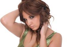 Retrato da mulher do encanto no vestido verde imagem de stock