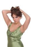 Retrato da mulher do encanto no vestido verde imagens de stock royalty free