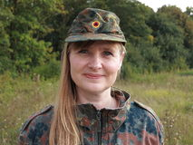 Retrato da mulher do exército fora imagens de stock royalty free