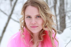 Retrato da mulher do inverno do rosa quente Imagem de Stock Royalty Free