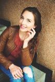Retrato da mulher dos anos de idade dos jovens 25-30 Fotografia de Stock Royalty Free
