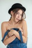 Retrato da mulher engraçada consideravelmente nova Fotografia de Stock Royalty Free