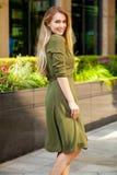 Retrato da mulher feliz nova bonita imagem de stock royalty free