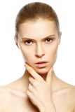 Retrato da mulher loura nova bonita com cara limpa. KE alto fotos de stock