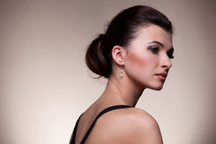 Retrato da mulher luxuosa na jóia exclusiva Imagem de Stock Royalty Free