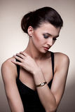 Retrato da mulher luxuosa na jóia exclusiva Imagens de Stock Royalty Free