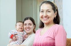 Retrato da mulher madura feliz imagens de stock