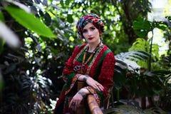 Retrato da mulher na roupa étnica Imagens de Stock Royalty Free