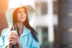 Retrato da mulher no chapéu foto de stock royalty free