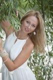 Retrato da mulher no vestido branco Imagem de Stock Royalty Free