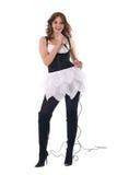 Retrato da mulher no vestido preto com microfone Imagem de Stock